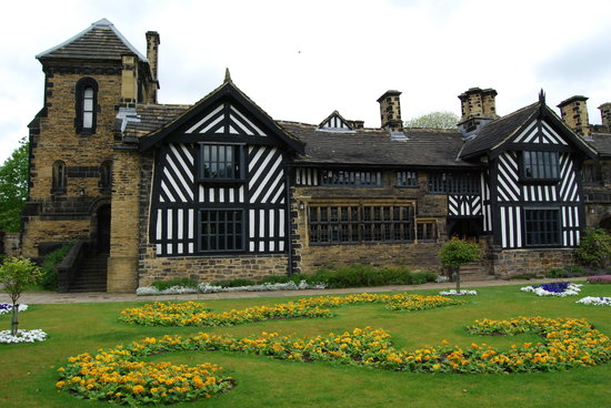 Photo of Shibden Hall. courtesy of Lyso 1 (http://www.tripadvisor.co.uk/Attraction_Review-g190786-d211783-Reviews-Shibden_Hall-Halifax_West_Yorkshire_England.html#photos ).